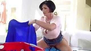 Femme mûre, lavage, vêtements, pénis
